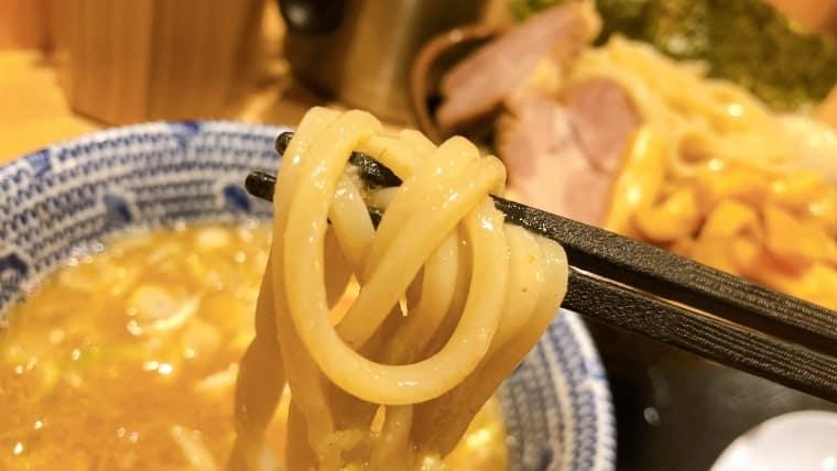 舎鈴のつけ麺の麺