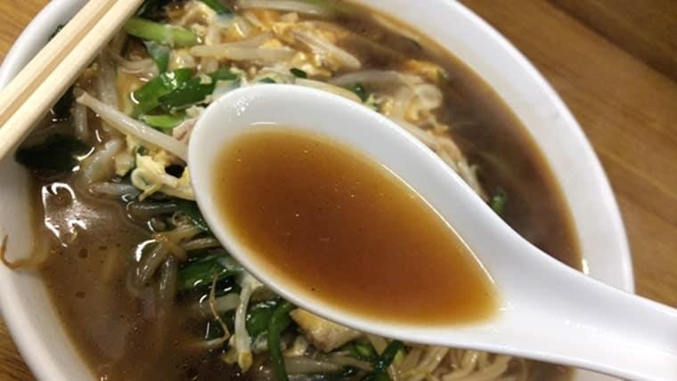中華 長寿・肉にら玉ラーメンのスープ