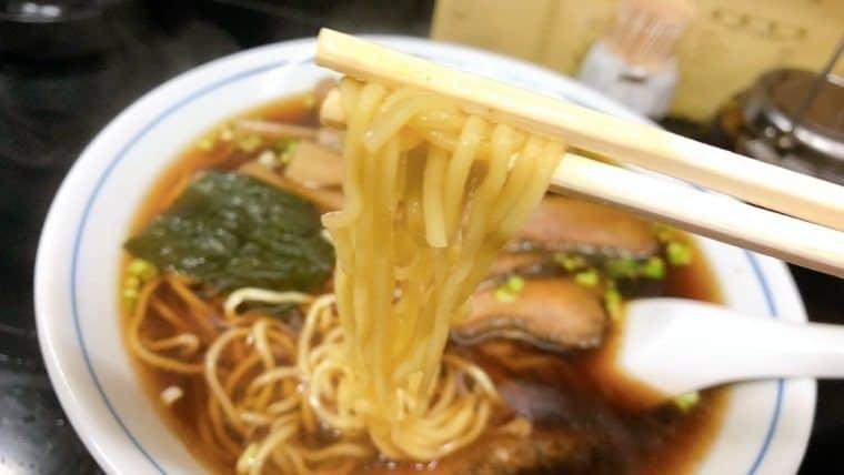 バラ肉ラーメンの麺