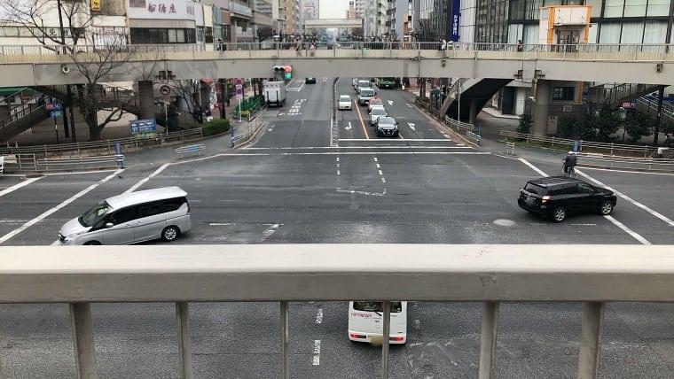歩道橋から(聖火ランナーを正面から見る)