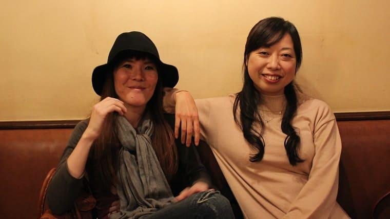 (左)漫画家あきこさん、(右)プロデューサーの仲野さん