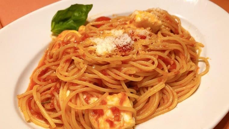 完熟トマトとモッツァレラ