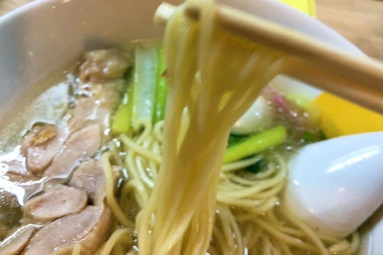 塩生姜らー麺の麺