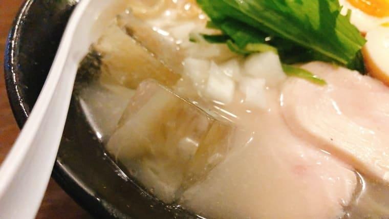 大きめの氷が入っている!スープよく冷えてます